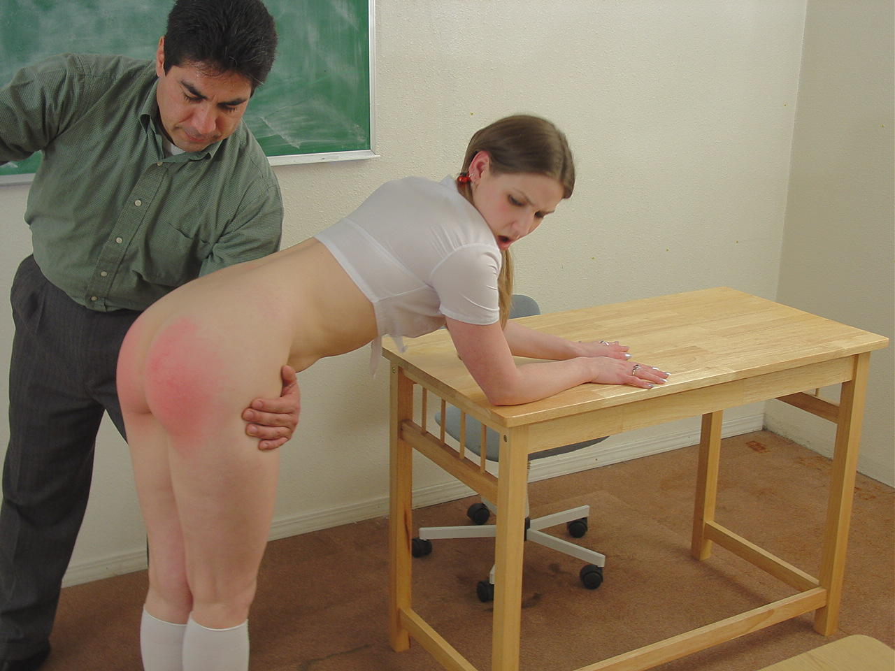 Spanking Video: Kylie Rose